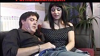 Ragazza italiana troia scopata da uomo maturo italian porn Italian girl slut